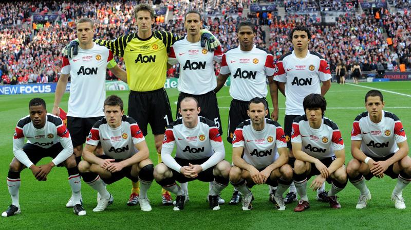 Resultado de imagen para antonio valencia premier league trophy picture