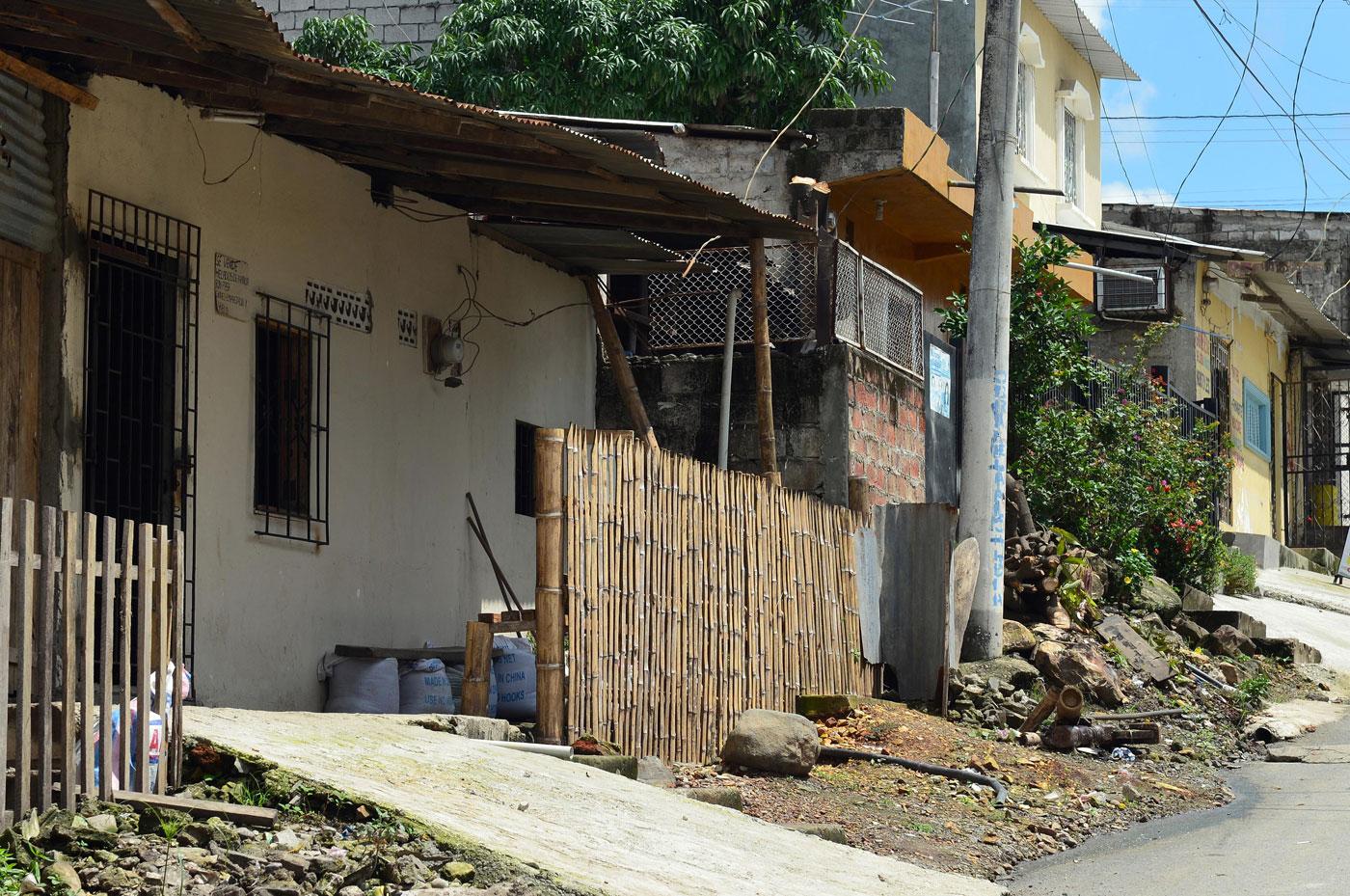 A esta casa, ubicada en la popular cooperativa Paraíso de la Flor, al noroeste de Guayaquil, llegó la Policía para verificar la existencia de cultivos de zanahoria para exportaciones hacia Venezuela.