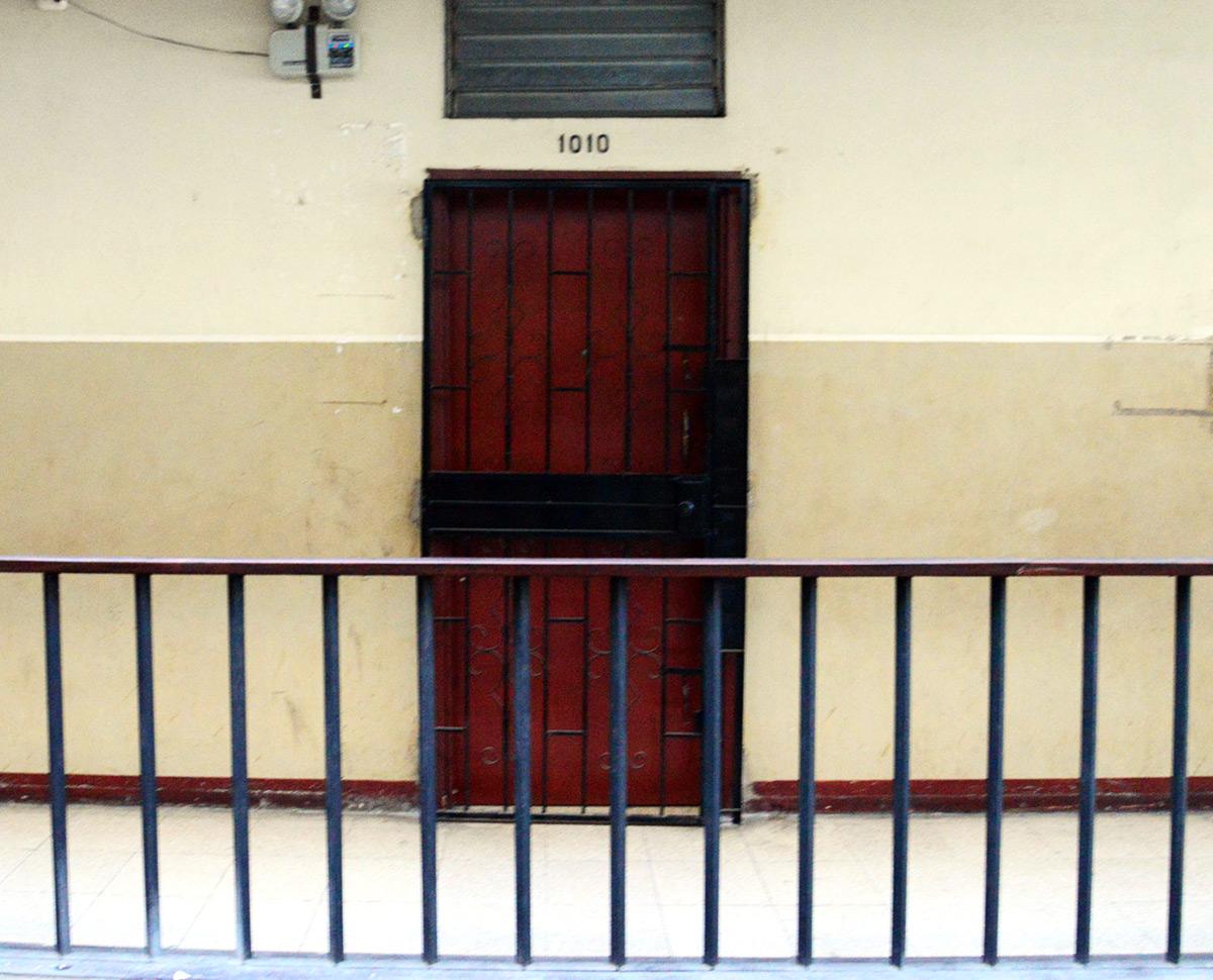 Oficina del abogado Félix Montiel, en el edif. Gran Pasaje, en el centro de Guayaquil. Ahí tenían su sede las firmas Juecrey, Neheminvest y Oseasdany, que recibieron $ 12,45 millones del sistema Sucre.