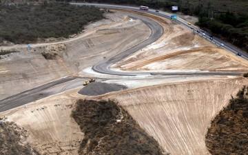 Construyen vía al Mariscal Sucre