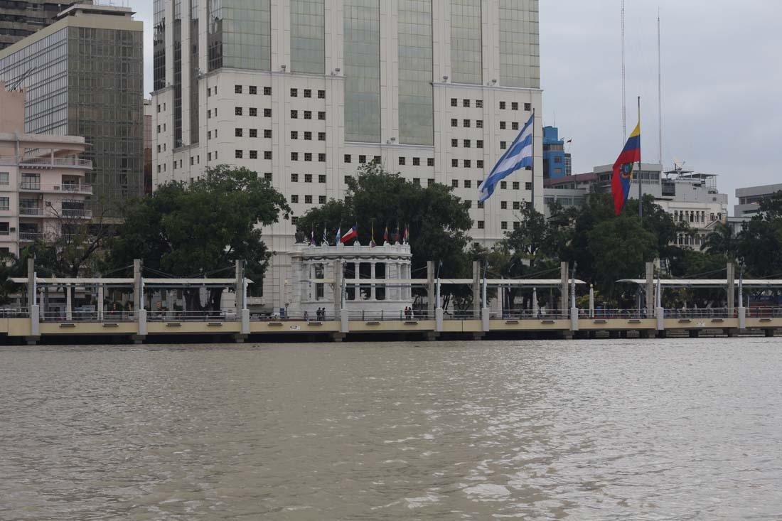 Río Guayas y El Hemiciclo La Rotonda (2012)