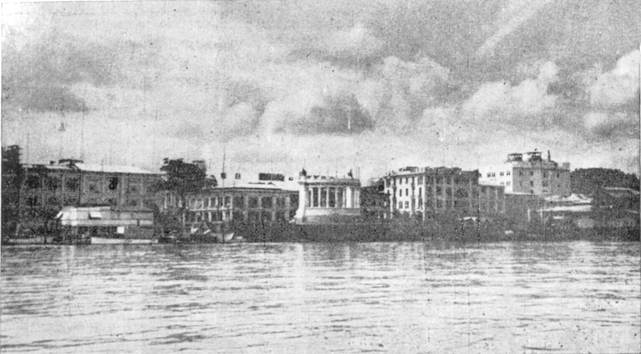 Río Guayas y El Hemiciclo La Rotonda