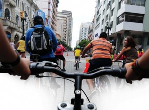 Andar en bicicleta por la av. 9 de Octubre es una experiencia que la podemos vivir cada 15 días en los ciclopaseos recreativos.