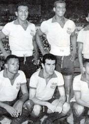 Arriba: Helinho (i), Alfonso Quijano, Vicente Lecaro, Jair, Luciano Macías y George. Abajo: Clímaco Cañarte (i), Helio Cruz, Ricardo Reyes Cassís, Alejo Calderón y Tiriza.