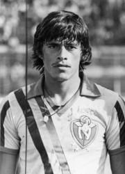 """Fernando """"La Fiera"""" Baldeón fue uno de los baluartes para el título de El Nacional en 1984. Veloz, cabeceador y con juego fuerte por las rayas, anotó 10 goles en ese año."""