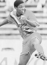 El volante Kléber Chalá fue pieza fundamental en el título de 1996. Jugador con varias temporadas de triunfos en los Puros Criollos.