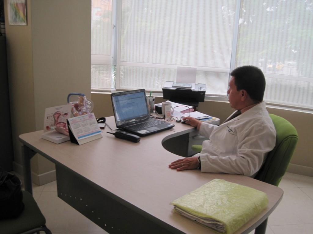 Dr. Jaime Bastidas, especialista del Instituto de Biomedicina Reproductiva de Guayaquil (Ibmer).