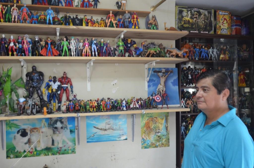 Marco Vite tiene una colección de cerca de mil muñecos de superhéroes