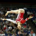 LONDRES. La gimnasta turca Goksu Uctas realiza su ejercicio en la barra de equilibrio en la competición de gimnasia artística de los Juegos Olímpicos en Londres 2012. Foto: EFE