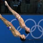 LONDRES. Los estadounidenses Nicholas McCrory y David Boudia compiten, antes de ganar la medalla de bronce, en la disciplina de salto de plataforma sincronizada de 10 metros, durante los Juegos Olímpicos de Londres 2012. Foto: EFE