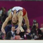 LONDRES. El estadounidense Samuel Mikulak durante la prueba de gimnasia artística de los Juegos Olímpicos de Londres 2012. Foto: EFE