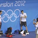 LONDRES.- El nadador ecuatoriano Esteban Enderica (d) durante la sesión de entrenamiento en el Centro Acuático del Parque Olímpico (EFE).