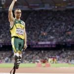 LONDRES. El atleta surafricano Oscar Pistorius antes del comienzo de la prueba de los 400 metros masculino durante las competencias de atletismo de los Juegos Olímpicos Londres 2012.