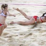 LONDRES. May-Treanor (d) y Kerri Walsh durante un partido de voleibol de playa en los Juegos Olímpicos de Londres 2012. Foto: AP