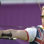 LONDRES. El británico Larry Godfrey compite en la prueba de tiro con arco en los Juegos Olímpicos de Londres. Foto: EFE