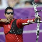LONDRES. El mexicano Juan Rene Serrano compite en la prueba de tiro con arco en los Juegos Olímpicos de Londres. Foto: EFE