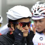 LONDRES. La ciclista británica Elizabeth Armitstead se coloca las gafas antes del comienzo de la prueba de fondo en carretera de ciclismo en ruta femenino durante los Juegos Olímpicos en Londres 2012. Foto: EFE