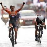 LONDRES. La ciclista holandesa Marianne Vos (i) celebra la victoria en la prueba de fondo en carretera de ciclismo en ruta femenino durante los Juegos Olímpicos en Londres 2012. Foto: EFE