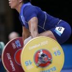 LONDRES. La levantadora ecuatoriana Maria Alexandra Escobar Guerrero compite en la categoría de 58 kilos en levantamiento de peso en los Juegos Olímpicos de Londres 2012. Foto: EFE