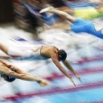 LONDRES. La nadadora lituana Ruta Meilutyte (bañador azul) compite en la final de los 100 metros braza de natación en los Juegos Olímpicos de Londres 2012. Foto: EFE