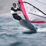 WEYMOUTH. El venezolano Daniel Flores compite en la primera jornada de la clase RS:X, en aguas de la bahía de Weymouth, sede olímpica de vela de Londres 2012. Foto: EFE