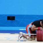 LONDRES. El atleta Deni Deni de Indonesia mientras participa en la prueba de halterofilia, 69 kilos, de los Juegos Olímpicos de 2012. Foto: EFE