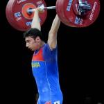 LONDRES. El rumano Martin Razvan Constantin compite en la prueba de halterofilia, 69 kilos, de los Juegos Olímpicos de 2012. Foto: EFE