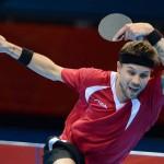 LONDRES. El danés Michael Maze devuelve una bola al alemán Dimitrij Ovtcharov durante la competencia de tenis de mesa masculino individual en los Juegos Olímpicos de Londres 2012. Foto: EFE
