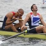 DORNEY. Los británicos Mohamed Sbihi (i) y Greg Searle tras la final de ocho masculino de remo durante los Juegos Olímpicos de 2012. Foto: EFE