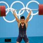 LONDRES. El chino Lu Xiaojun compite en la prueba masculina de 77 kilogramos, halterofilia, en los Juegos Olímpicos Londres 2012. Foto: EFE
