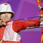 LONDRES. La arquera china Ming Cheng durante su participación en la competición de tiro con arco individual en los Juegos Olímpicos en Londres. Foto: EFE