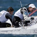 WEYMOUTH. Los argentinos Lucas Calabrese (i) y Juan de la Fuente durante la primera jornada de competición en la categoría 470, en la sede olímpica de vela de Londres 2012. Foto: EFE