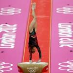 LONDRES. La gimnasta guatemalteca Ana Sofía Gómez Porras durante su ejercicio en el potro durante la competición de gimnasia artística de los Juegos Olímpicos de Londres 2012. Foto: EFE