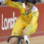 LONDRES. La ciclista australiana Anna Meares celebra tras la prueba de velocidad por equipos, durante las pruebas de ciclismo de pista de los Juegos Olímpicos 2012. Foto: EFE