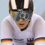LONDRES. La ciclista alemana Kristina Vogel compite en una de las series de keirin femenino del ciclismo en pista de los Juegos Olímpicos de Londres 2012. Foto: EFE