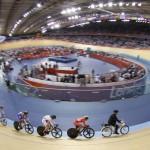 LONDRES. Vista general de una de las series de keirin femenino del ciclismo en pista en el velódromo de los Juegos Olímpicos de Londres 2012. Foto: EFE
