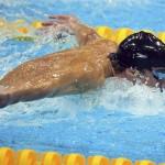 LONDRES. El estadounidense Michael Phelps de camino a la victoria en la final de los 100 metros mariposa masculino en la competición de natación en los Juegos Olímpicos en Londres 2012. Foto: EFE