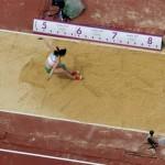 LONDRES. La húngara Gyorgyi Farkas compite en la prueba de salto de longitud del heptatlón en la competición de Atletismo en los Juegos Olímpicos de Londres 2012. Foto: EFE