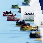 LONDRES. Zapatillas de corredores en el punto de transición durante la prueba de triatlón femenino de los Juegos Olímpicos de Londres 2012. Foto: EFE
