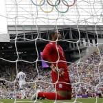 NEWCASTLE. El portero de Honduras José Mendoza tras encajar un gol ante Brasil, durante el partido de cuartos del torneo de fútbol de los Juegos Olímpicos Londres 2012. Foto: EFE