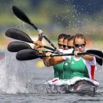 DORNEY. Las húngaras compiten la ronda clasificatoria de 500 metros de Kayak cuádrupe (K4) femenino en la competición de canoa de los Juegos Olímpicos de Londres 2012 que se disputa en el centro de remo Eton Dorney. Foto: EFE