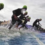 LONDRES. Triatletas compiten en el triatlón masculino de los Juegos Olímpicos de Londres 2012, en Hyde Park. Foto: EFE