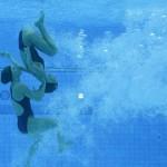 LONDRES. Las nadadoras españolas, Andrea Fuentes y Ona Ballesteros Carbonell, durante el calentamiento antes de la final de duo de natación sincronizada en el complejo acuático de los Juegos Olímpicos de Londres 2012. Foto: EFE