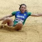 LONDRES. La brasileña Mauren Higa Maggi, durante su participación en la prueba de salto de longitud de la competición olímpica de atletismo en el Estadio Olímpico de Londres. Foto: EFE