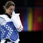 LONDRES. La alemana Sumeye Manz (azul) tras perder ante Shu-Chung Yang, de Taipei, en un combate de la ronda preliminar olímpica de la la disciplina de taekwondo en la categoría de -49 kilos en Londres. Foto: EFE
