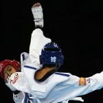 LONDRES. El español Joel Gonzalez Bonilla (azul) tras su combate en el torneo olímpico de taekwondo en la categoría de -58 kilos contra el australiano Safwan Khalil, en el Excel Arena de Londres. Foto: EFE