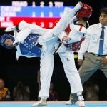 LONDRES. La taekwondista española Brigitte Yagüe (azul) combate contra la tailandesa Chanatip Sonkham, en semifinales del torneo de taekwondo de los Juegos Olímpicos de Londres 2012. Foto: EFE