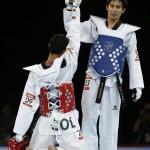 LONDRES. El colombiano Oscar Muñoz (i) durante su combate por la medalla de bronce contra Pen Ek Karatek de Tailandia en la competición de taekwondo, en los Juegos Olímpicos de Londres 2012. Foto: EFE