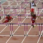LONDRES. El atleta estadounidense Aries Merritt (2-i) lidera la prueba de los 110 metros vallas masculino, durante las competencias de atletismo de los Juegos Olímpicos Londres 2012. Foto: EFE