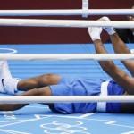LONDRES. El brasileño Yamaguchi Florentino Falcao celebra su triunfo ante el cubano Julio La Cruz, en una pelea de boxeo en los Juegos Olímpicos de 2012. Foto: EFE